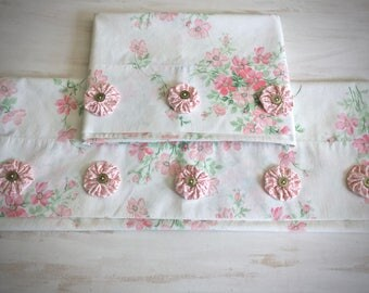 Vintage Floral Pillowcase Set - Pair of Floral Pillowcases - Cottage - Shabby Chic - Farmhouse - Vintage Linens - Bed and Breakfast