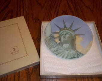 Vintage Fenton Statue of Liberty Collectible Plate hand painted Limited Edition, numbered in Original box