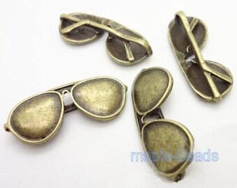 4pcs-Sun Glasses charm,  Antique brasss tone glasses charm pendant