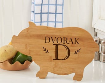 Engraved Family Name Pig Cutting Board, carving board, engraved, kitchen decor, family name, personalized -gfyL10993190Pig