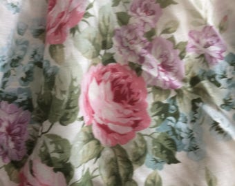 Shabby chic twin bedskirt, large pink cabbage roses