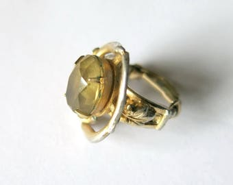 Vintage ring with champagne colored glass / stone