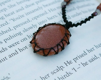 Sandstone Macrame Necklace - Stone for creativity