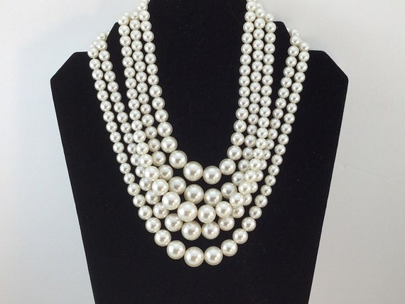 Vintage 5 Strand FX PEARL NECKLACE, Pearl Bib, Vintage Pearls, Shimmery White Pearls Necklace. Graduated pearls. Wedding Pearls