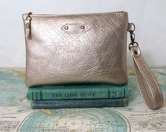 Champagne gold. Metallic sparkle clutch. Holiday purse. Zipper clutch. Wristlet. Vegan clutch. Gift for her. Gift under 40. Ready to ship