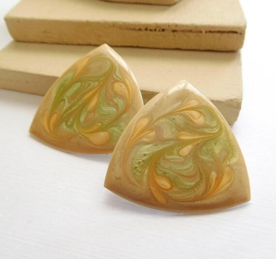 Vintage Retro 1980s Peach Light Sage Green Enamel Swirl Triangle Earrings E46