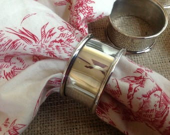 Set of 7 Leonard Silver-Plated Napkin Rings Simple Elegant Table Decor