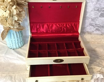 Vintage  Jewelry Box,Cream,Red Interior,Large Jewelry Box,Lady Buxton Style