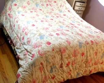 """COMFORTER ...   Queen reversible comforter flowers, same on both sides Channel quilted 80"""" x 86"""""""