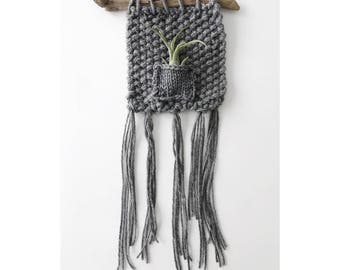 AIRPLANT WALL HANGING in Charcoal Gray - medium - Knitted Wall Hanging with Airplant, Bohemian  Home Decor, Hanging Airplanter