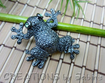 Frog Brooch Gunmetal Green Rhinestone Eyes Toad Pond Black Silver Tree Frog Vintage Jewelry Jewellery FREE SHIPPING (593)