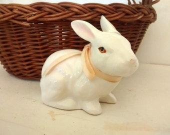 Enesco Rabbit Bunny. Ceramic Figurine, White Rabbit, Enesco 1985