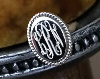 Sterling Silver Monogrammed Ring Oval with Rope Edge