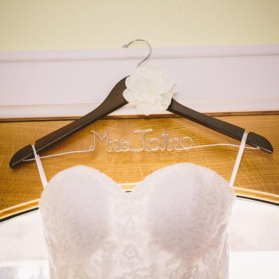 Wedding Hanger, Personalized Bride Hanger, Bridal Shower Git, Wedding Gift, Custom Hanger, Wedding Hanger, Mrs Hanger, Name Hanger, Flower