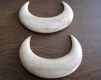 Antique look  Double Horn Crescent,  bone carving,   Free drilling , jewelry making Supplies B6433-A