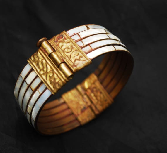 Mother of Pearl Brass Hinged Bangle  - White shell inlay - - Wide Boho India clamper  Bracelet