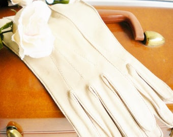 Vintage Deerskin Leather Gloves/Vintage Wedding Gloves/Tea Party Gloves/Shabby Chic Decor/Evening Gloves/Photo Prop