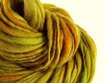 Chunky lichen green handspun yarn,Thick and Thin yarn, green, knitting yarn, chunky merino knitting wool, big knitting wool