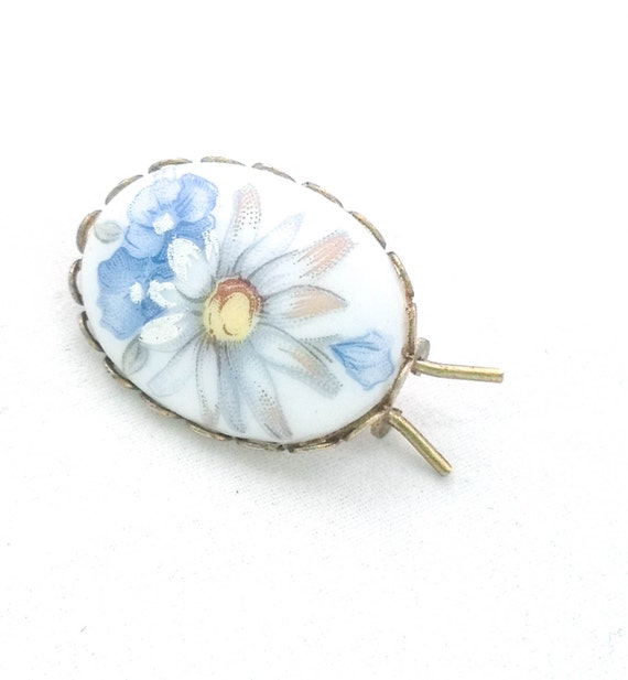 Vintage oval gold tone filigree milk glass white blue flower cameo hair clip barrette