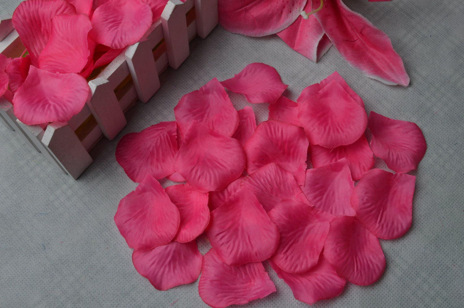 Wholesale 1000pcs hot pink color fabric rose petals silk flower for wholesale 1000pcs hot pink color fabric rose petals silk flower for diy accessoryor mightylinksfo