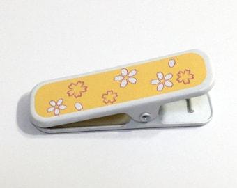 Metal eri clip : yellow sakura / Useful tool for wearing kimono