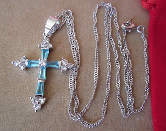 CROSS Pendant w. AQUAMARINE baguette CRYSTAL-18K white Gold Plated & delicate chain