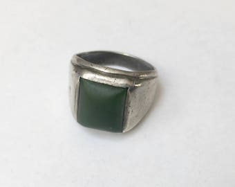 vintage men's sterling ring with deep green stone, size 10.5