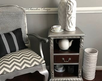 Shabby Chic Vintage Accent End/Side Table
