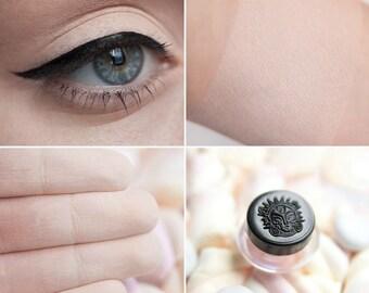 Eyeshadow: Great Lover of Ice Cream - Light Castle. Light beige matte eyeshadow by SIGIL inspired.
