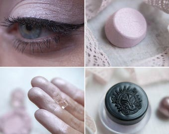 Eyeshadow: Satin Lady - Light Castle. Pink satin eyeshadow by SIGIL inspired.