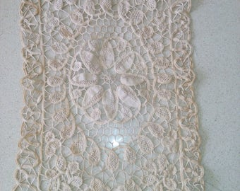 Vintage rectagular doilly lace , 27'' x 10''