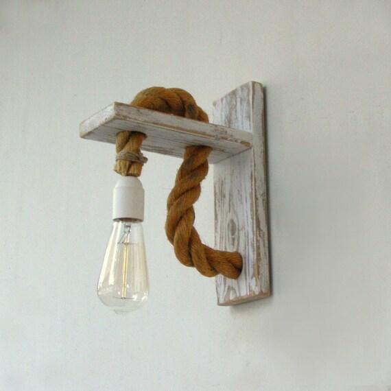 Applique legno recuperato con la corda lampada da parete di for Applique da parete legno