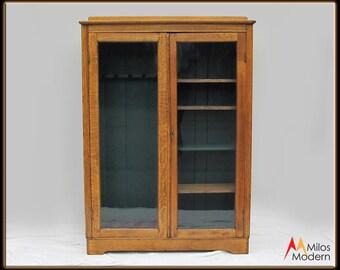 Antique 1900 Mission Quarter Sawn Oak Wood Gun Sportsman Cabinet Cupboard