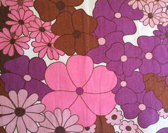 Vintage floral fabric swedish retro fabric patchwork supplies, quilting textile purple and pink floral print. 60s fabric sewing