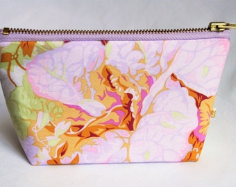 "7"" Pastel floral cotton gusseted pouch w/ brass zipper, lavender lining"