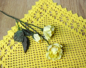 Well done Swedish retro vintage 1960s HANDMADE crochet yellow cotton tablet tablecloth