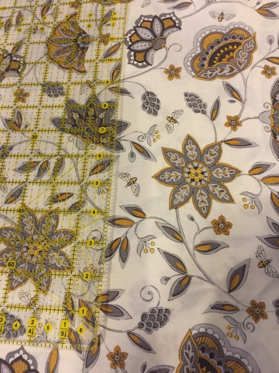Fq Bee Creative For Moda Pattern Laurel White 19751 100