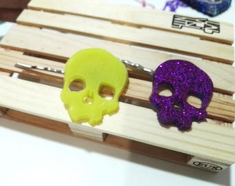 2 hair clippers with skull