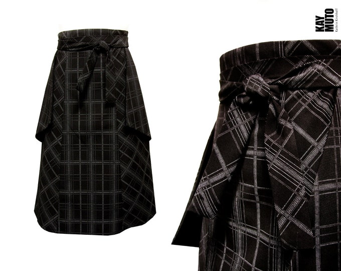 Highwaist checked black and white skirt pockets inside out