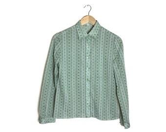 70s green blouse // 1970s retro womens shirt // boho vintage blouse // shirt for layering // moss green patterned blouse // 70s green shirt