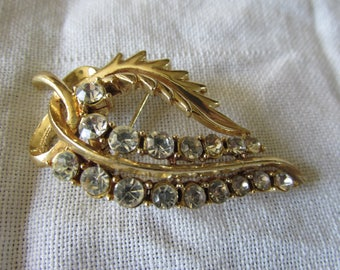 Regal Gold Plating CORO LEAF BROOCH 1940's Marked Des Pat Pend Lovely Ladies Collectible Anniversary Wedding Formal Wear Pageant