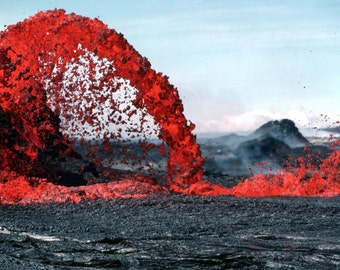 Arching fountain of a Pahoehoe, Volcano, Hawaii, Volcanic Eruption
