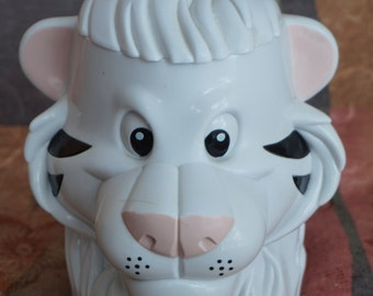 Childrens Plastic Cup Flip Lid - White Siberian Tiger - Circus Memoribilia/Souvenir - Ringling Brothers  Barnum and Bailey Seigfried and Roy