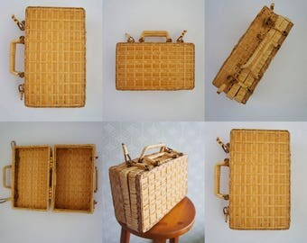 Wicker -vintage handbag. Suitcase style. Fully wicket made. New. Vintage 70s