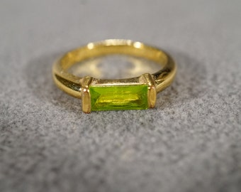 Vintage Jewelry Gold Tone Peridot Color Stone East West Facing Wedding Band Ring Size 8    KW100