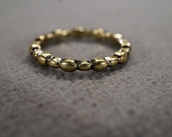 vintage antique gold tone stackable band with segmented styling, size 9  M2