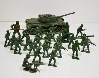 Lot of 27 Vintage 1960's MPC Plastic Army Men & Tank