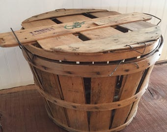 Bushel Lidded Wood Slat Basket/Apple, fruit rustic basket/Harvest Basket