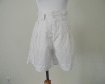 FREE usa SHIPPING 1980's  vintage high rise pleated shorts/ cotton polyester/ retro/white/  size M