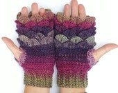 Kids dragon scale gloves, purple and silver, for Megan